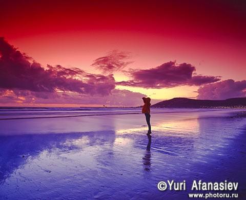 Марокко закат девушка на берегу