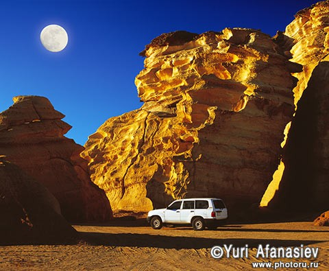 Sultanate of Oman. Jeep Safari - Toyota Land Cruiser (Toyota Land Cruiser), beach of Ras al-Hadd.